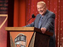 Dr. Jerry Buss - hier bei der Aufnahme in die NBA-Hall-of-Fame 2010.