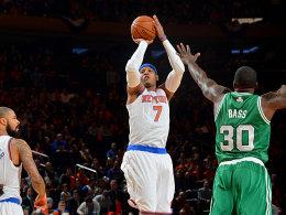 36 Punkte für die Knicks: Carmelo Anthony war nur schwer zu halten. Hier versucht sich Brandon Bass.