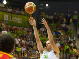 Da blieb den Spaniern nur die Zuschauerrolle: Gastgeber Slowenien besiegte die Favoriten aus Spanien.