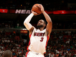 Dwyane Wade streckt sich vergebens: Die Play-offs könnten erstmals seit 2008 ohne die Miami Heat stattfinden.
