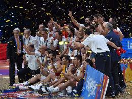 Spaniens Basketballer feiern den EM-Titel