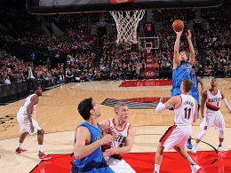 28 Punkte - und doch nicht bester Schütze der Dallas Mavericks beim OT-Sieg in Portland: Dirk Nowitzki beim Sprungwurf.