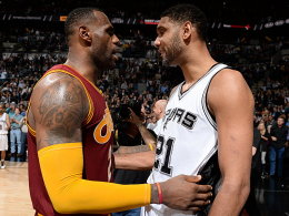 LeBron James und Tim Duncan (re.)