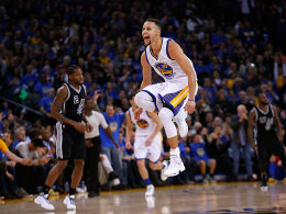 Curry und die Warriors filetieren San Antonio!