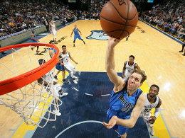 Warriors brechen Rekord - Nowitzkis Mavs schlagen zur�ck