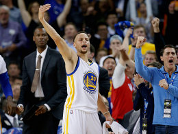 44! Currys Warriors auf Augenh�he mit Jordans Bulls