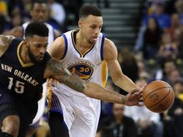 60. Sieg mit den Warriors zum Geburtstag: Stephen Curry (re.).