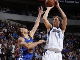 Gegen Curry war kein Kraut gewachsen: Dirk Nowitzki (re.).