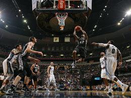 Spurs & Cavs in Runde zwei - Buhrufe gegen Schr�der
