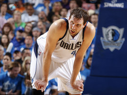 Nowitzki k�ndigt Vertrag mit Dallas