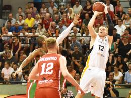 Basketballer feiern einen Kantersieg gegen Portugal