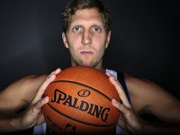 Für ihn öffnet die 19. NBA-Saison ihre Pforten: Dirk Nowitzki.