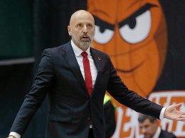 Berlin besiegt Ex-Coach - Frankfurter Tragödie