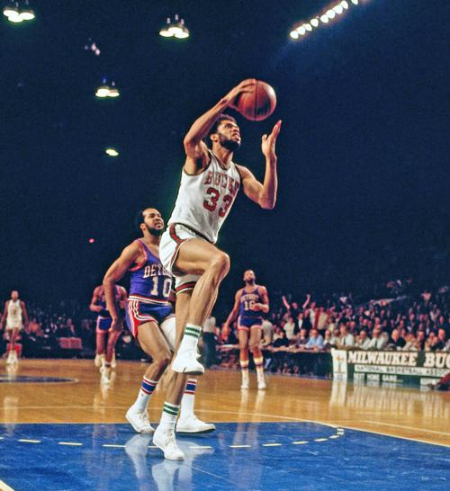 Kareem Abdul-Jabbar (38.387 Punkte)