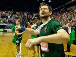 Erst einmal ausgefeiert: Abwehrchef Denis Spoljaric fällt drei Monate aus.