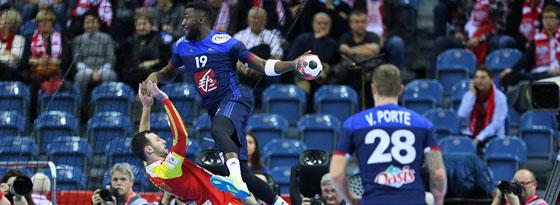 Übersprang seinen Gegenspieler mit Leichtigkeit: Frankreichs Luc Abalo.