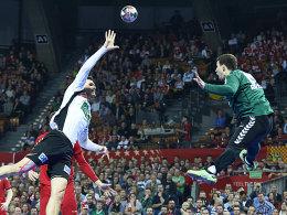 Die Hürde Russland ist genommen: Erik Schmidt (li) und die DHB-Auswahl fuhren den nächsten Sieg ein.