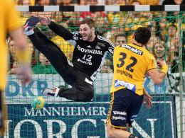 Spielen k�nftig nicht mehr gegeneinander, sondern gemeinsam f�r die L�wen: Keeper Andreas Palicka (#12) und Alexander Petersson.
