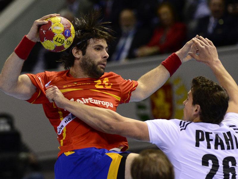 Antonio García gegen Adrian Pfahl (re.)