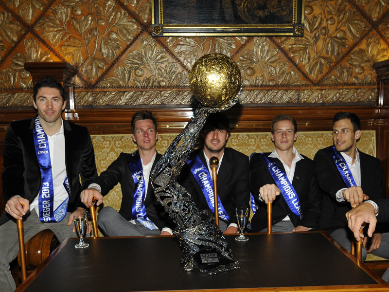 Die Mannschaft des HSV Hamburg im Rathaus.