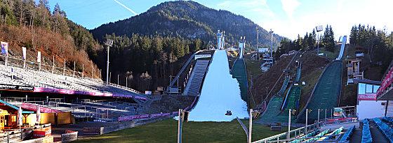 Zum Springen liegt auch im Auslauf Schnee: Die Schanze am Schattenberg in Oberstdorf (Aufnahme vom 22.12.).