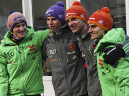 Sieg am Boden: Die deutschen Skispringer Severin Freund, Andreas Wellinger, Andreas Wank und Richard Freitag (von links).