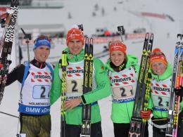 Im Zielbereich vereint: Die Silber-Mixed-Staffel mit Simon Schempp, Arnd Peiffer, Franziska Preuß und Franziska Hildebrand (v.l.).