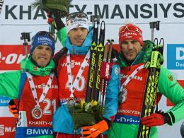 Simon Schempp (li.), Julian Eberhard (M.) und Arnd Peiffer schafften es in Chanty-Mansijsk aufs Podest.