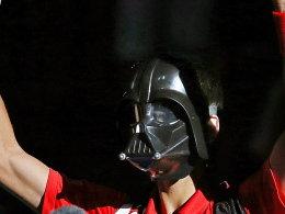 Novak Djokovic ließ sich an Halloween vom Pariser Publikum als Darth Vader feiern - der Serbe verlor allerdings sein Match gegen Sam Querrey.