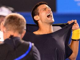 XXL: Novak Djokovic und Stanislas Wawrinka boten den Fans in Melbourne eine packende Abendvorstellung. Das Trikot des Favoriten hielt nicht.