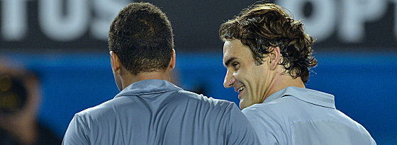 Federer tröstet Tsonga (li.)