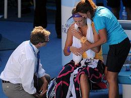 Taktische Auszeit? Victoria Azarenka nahm sich nach fünf vergebenen Matchbällen eine Pause.