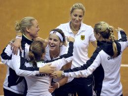 Das deutsche Fed-Cup-Team feiert in Frankreich