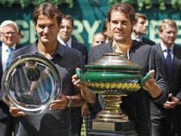 So lief es 2012: Tommy Haas triumphierte, Roger Federer lächelte trotz Final-Pleite.