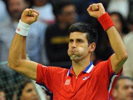 Erst mal durchpusten: Novak Djokovic besiegte Radek Stepanek im ersten Einzel.