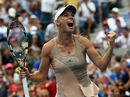 Wozniacki ringt Sharapova nieder - Ferrer fliegt