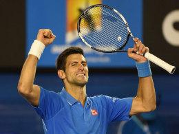 Trotz Blut am Finger: Djokovic weiter ohne Satzverlust