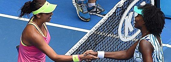 Teenager schlägt Grande Dame: Madison Keys (li.) und Venus Williams nach ihrem Duell am Netz.