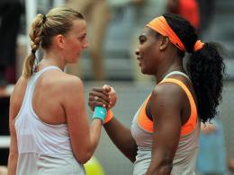 Schaltete Topfavoritin Serena Williams (re.) aus: Die Tschechin Petra Kvitova.