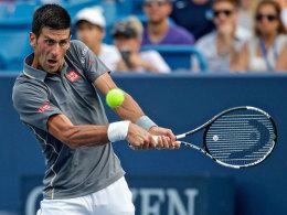 Djokovic rettet sich - Wawrinka �bersteht 35 Asse