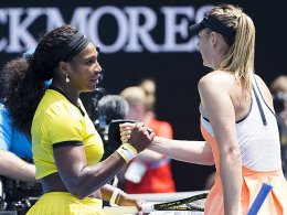 Handshake am Netz: Serena Williams durfte die Glückwünsche ihrer Kontrahentin Maria Sharapova entgegennehmen.