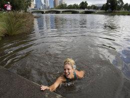 Angelique Kerber badet im Yarra River