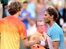 Glücklicher Sieger: Rafael Nadal beim Shakehands mit Alex Zverev.