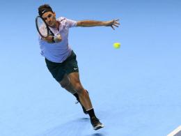 Unbesiegt in London: Federer dreht spät auf