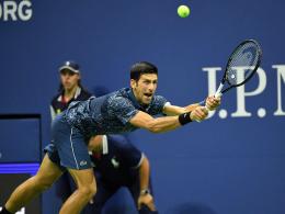 Djokovic wackelt kurz, Federer überhaupt nicht