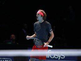 Jubel und Pfiffe: Zverev schlägt Federer im Halbfinale