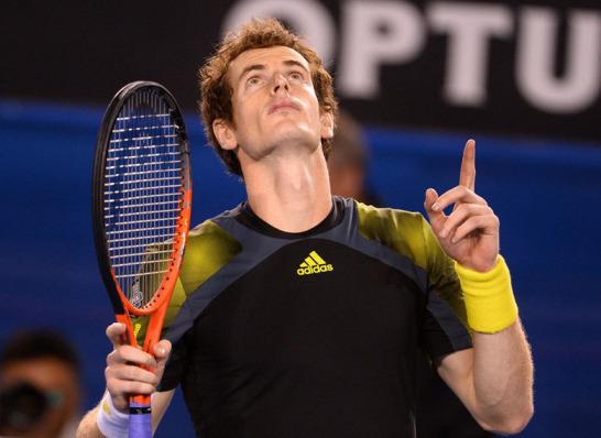 Andy Murray hei�t der zweite Finalist bei den Australian Open 2013. Nach einer fabelhaften Vorstellung bezwang der Schotte Roger Federer in exakt vier Stunden mit 6:4, 6:7 (5:7), 6:3, 6:7 (2:7), 6:2. Der Jubel nach dem Matchball? Eher verhalten.
