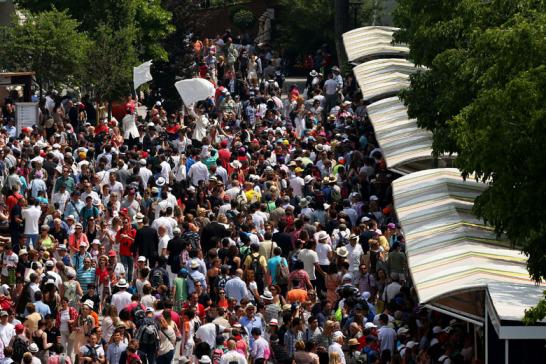 Gutes Wetter und ein Topduell vor der Brust: Die Zuschauer lie�en sich locken vom Aufeinandertreffen der Nummer eins und Nummer zwei - Serena Williams und Maria Sharapova bestritten am Samstag das French-Open-Finale der Damen.