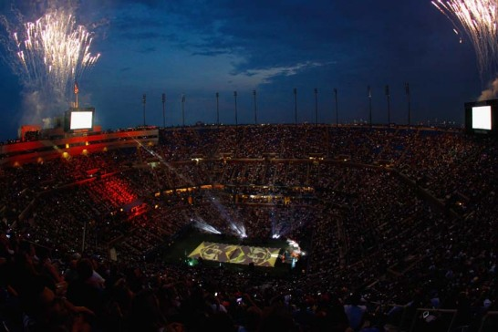 Die US Open 2013 sind er�ffnet - wie immer gab's dazu eine gro�e Show mit Musik-Acts und Feuerwerk. Auf dem Court passierte gleich am ersten Tag Ungew�hnliches.
