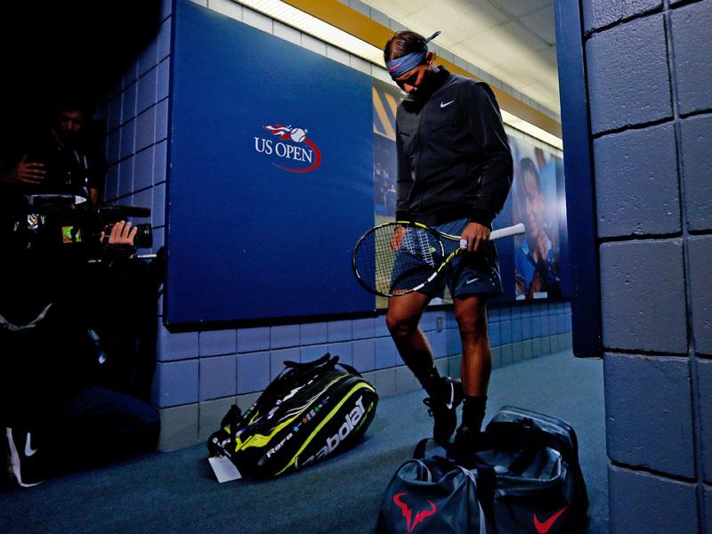 Rafael Nadal ist vor dem Finale im Spielertunnel noch in sich gekehrt. Die letzte Ruhe vor dem Sturm, doch wirklich allein ist man bei den US Open nicht.